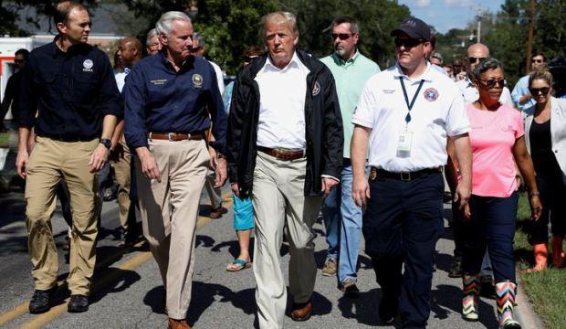 Trump'tan 'kasırga' gafı: En azından tekneniz var!