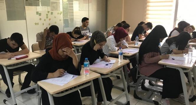 Ümraniye Belediyesi 120 öğrenciyi üniversiteli yaptı