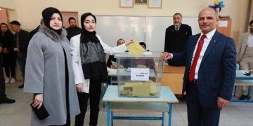 AK Parti Körfez Belediye Başkan Adayı Şener Söğüt oyunu kullandı
