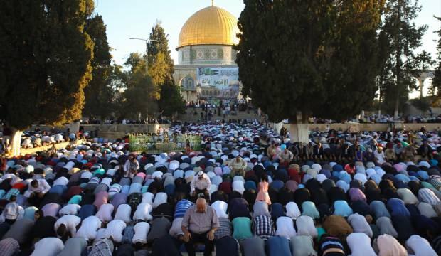 Filistinlilerden çağrı: Bayram namazında kırmızı kurdele takalım