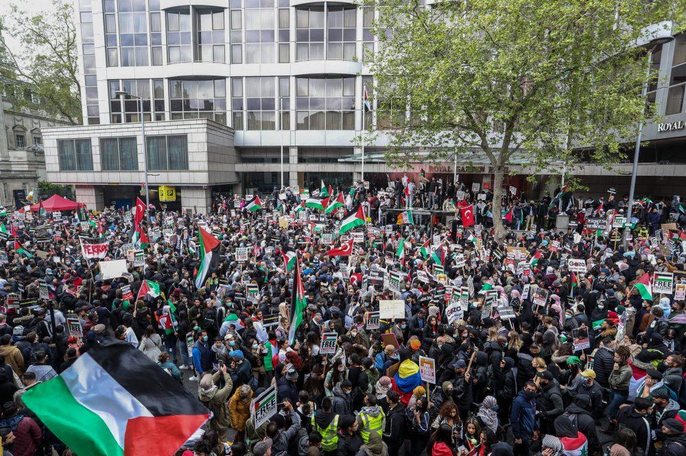 Almanya'da İsrail'in Filistinlilere saldırıları konvoy eşliğinde protesto edildi